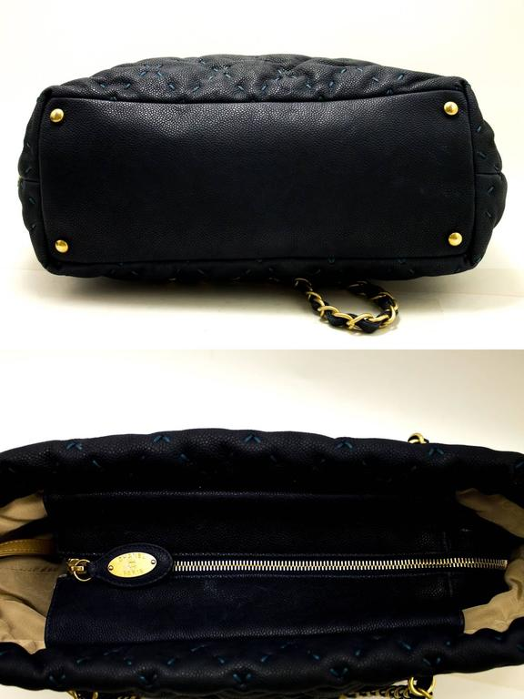 CHANEL 2011 Caviar Chain Shoulder Bag Navy Quilted Leather Stitch  In Excellent Condition For Sale In Takamatsu-shi, JP