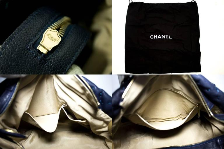 CHANEL 2011 Caviar Chain Shoulder Bag Navy Quilted Leather Stitch  For Sale 3
