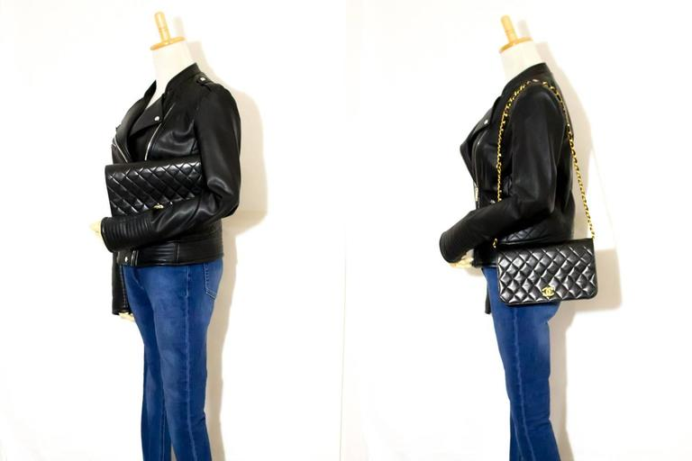 CHANEL Chain Shoulder Bag Clutch Black Quilted Flap Lambskin Purse  6