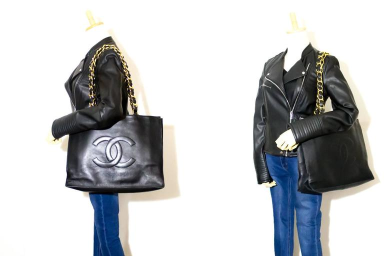 CHANEL Jumbo Large Big Chain Shoulder Bag Black Lambskin Leather  For Sale 2