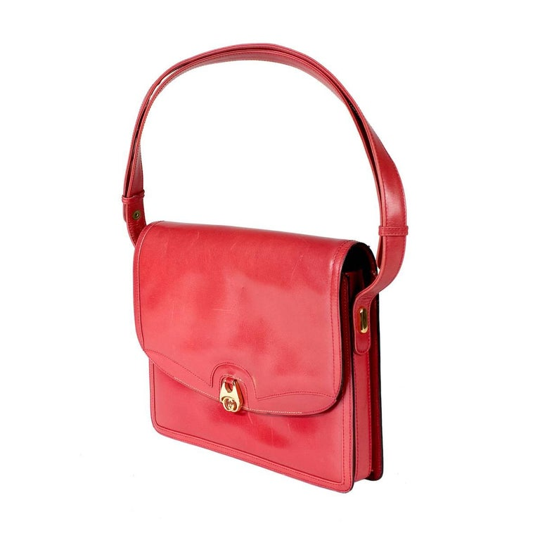 Gucci Red Leather vintage Shoulder Bag In Good Condition For Sale In Los Angeles, CA