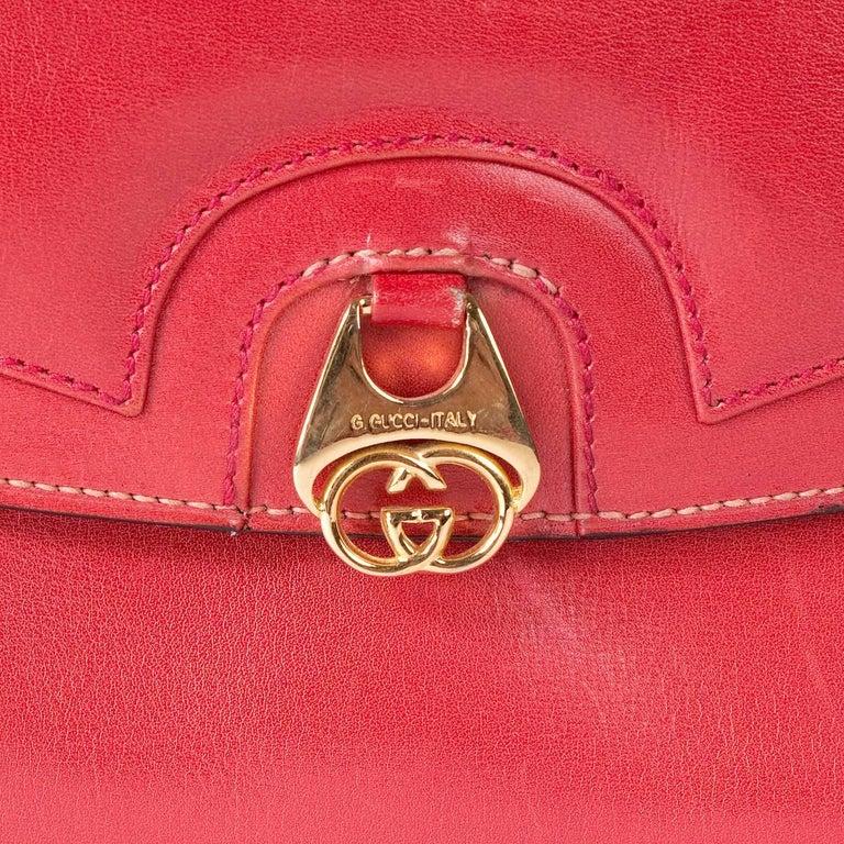 Women's or Men's Gucci Red Leather vintage Shoulder Bag For Sale