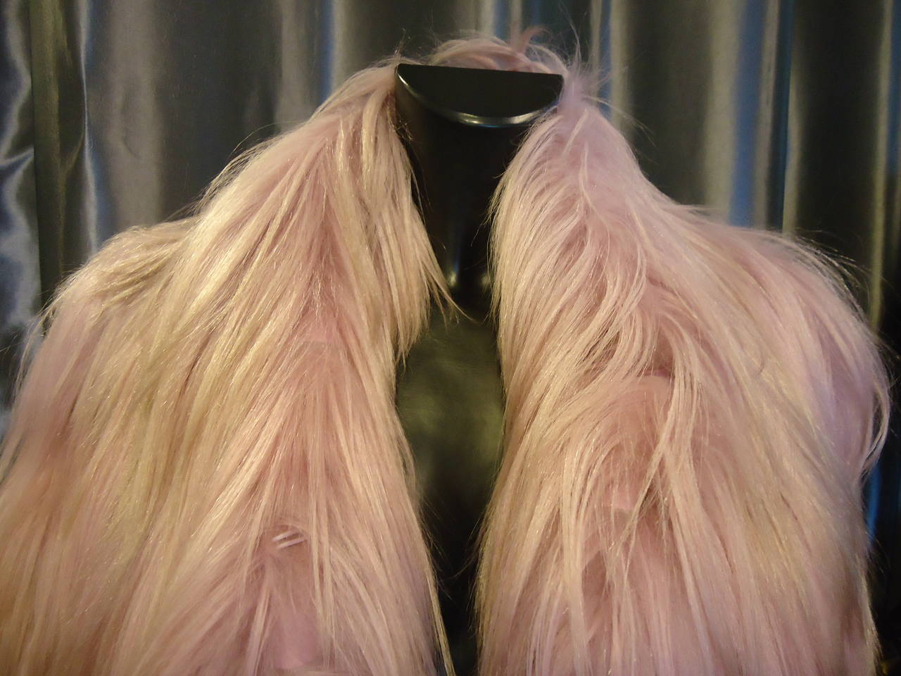 2001 Gucci by Tom Ford Pink Kidassia Fur Coat In Excellent Condition For Sale In Gazzaniga (BG), IT