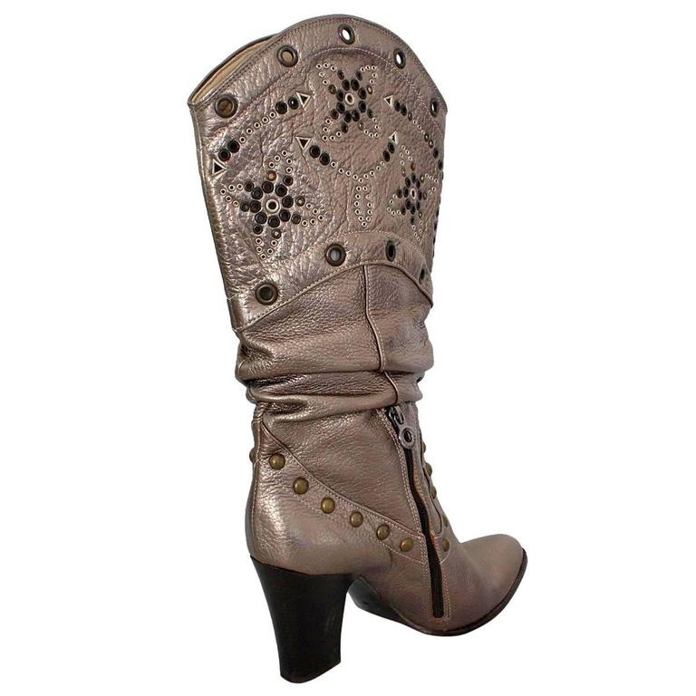 Very beautiful pair of boots by Le Silla Leather Silver color Bronze colored studs applicated Heel height cm 9 (3.54 inches) Made in Italy Worldwide express shipping included in the price !