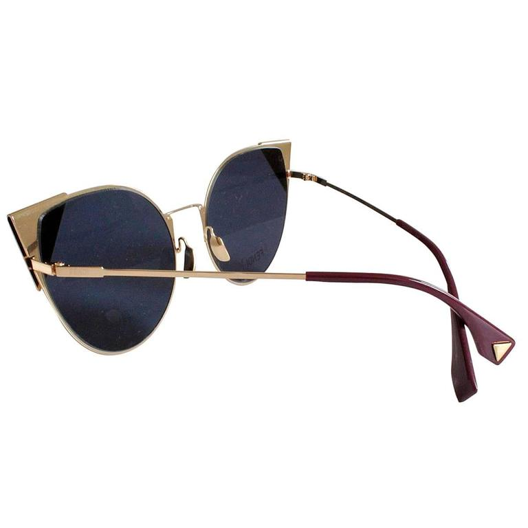 Beautiful and brand new Fendi sunglasses Rose gold color frames With case Width cm 14,5 (5.7 inches) With case Made in Italy Worldwide express shipping included in the price !