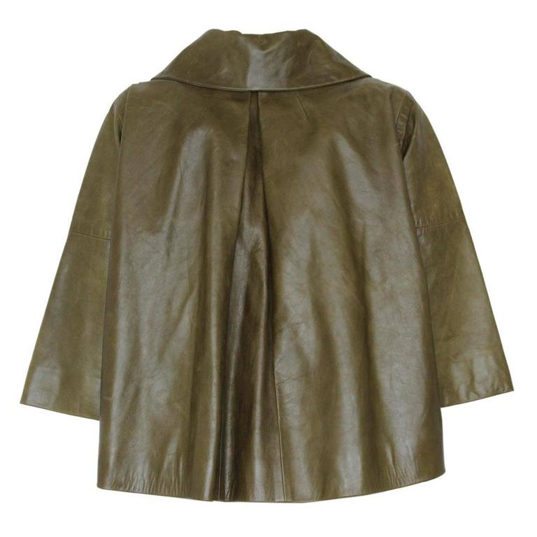 Lambskin leather Green color Fibe buttons Two pockets 3/4 Sleeve Length from shoulder cm 50 (19.6 inches) Condition : 2 stains of 1 cm on frontal pockets (see image 3) Worldwide express shipping included in the price !