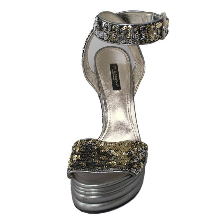 Dolce & Gabbana  Silver Sequins Sandal 39 In Excellent Condition For Sale In Gazzaniga (BG), IT