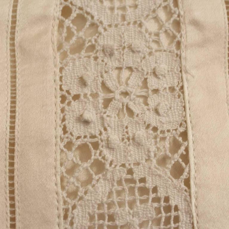 Dolce & Gabbana Lace Silk Skirt Size 42 In Excellent Condition For Sale In Gazzaniga (BG), IT