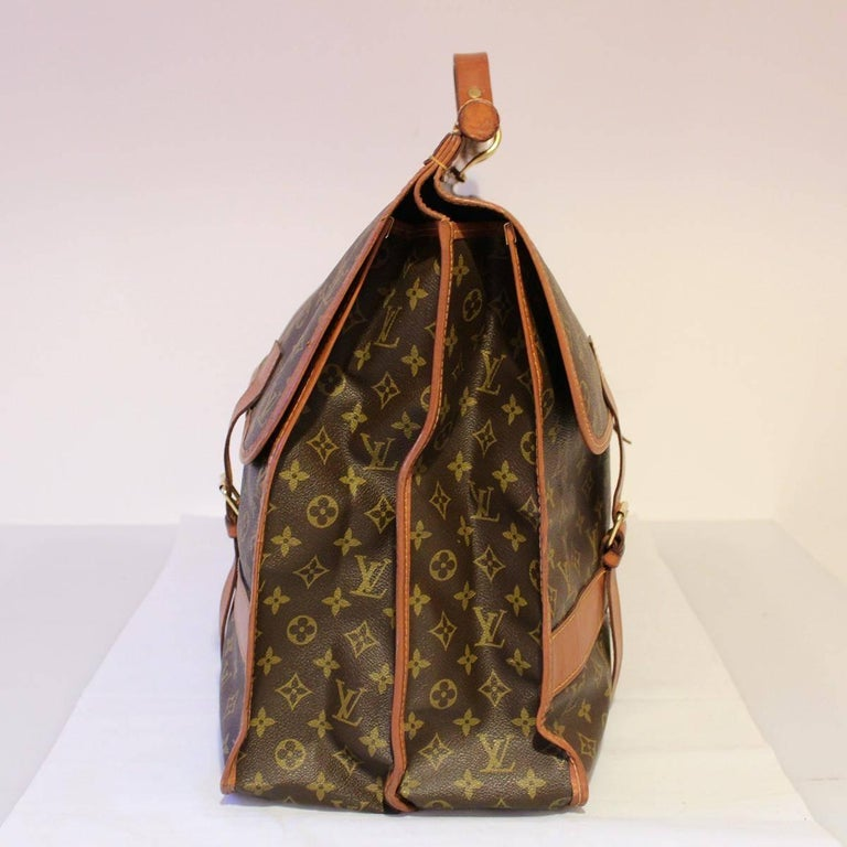Fantastic  Louis Vuitton piece ! Perfect for collectors Vintage from the 70's Monogram leather  Single handle Double buckle on each side Two large compartments Large zip pocket in one of the two compartments Cm 64 x 45 x 23 (25.1 x 17.7 x 9