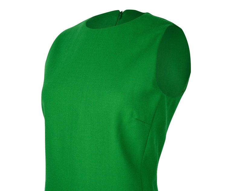 Christian Dior Top Emerald Green Sleeveless Shaped and Fitted fits 8 In Excellent Condition For Sale In Miami, FL