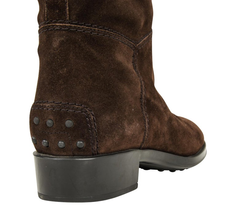 Tod's Boot Brown Suede Flat Knee High 38.5 / 8.5 new In New Condition For Sale In Miami, FL