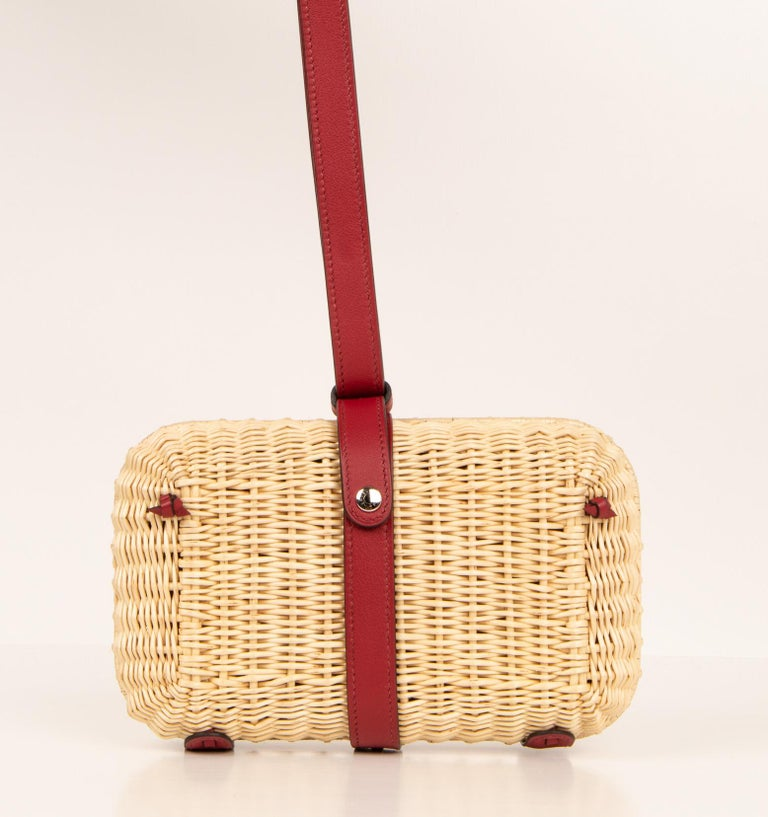 Hermes Bag Picnic Osier Wicker Clutch Rouge H New In New Condition For Sale In Miami, FL