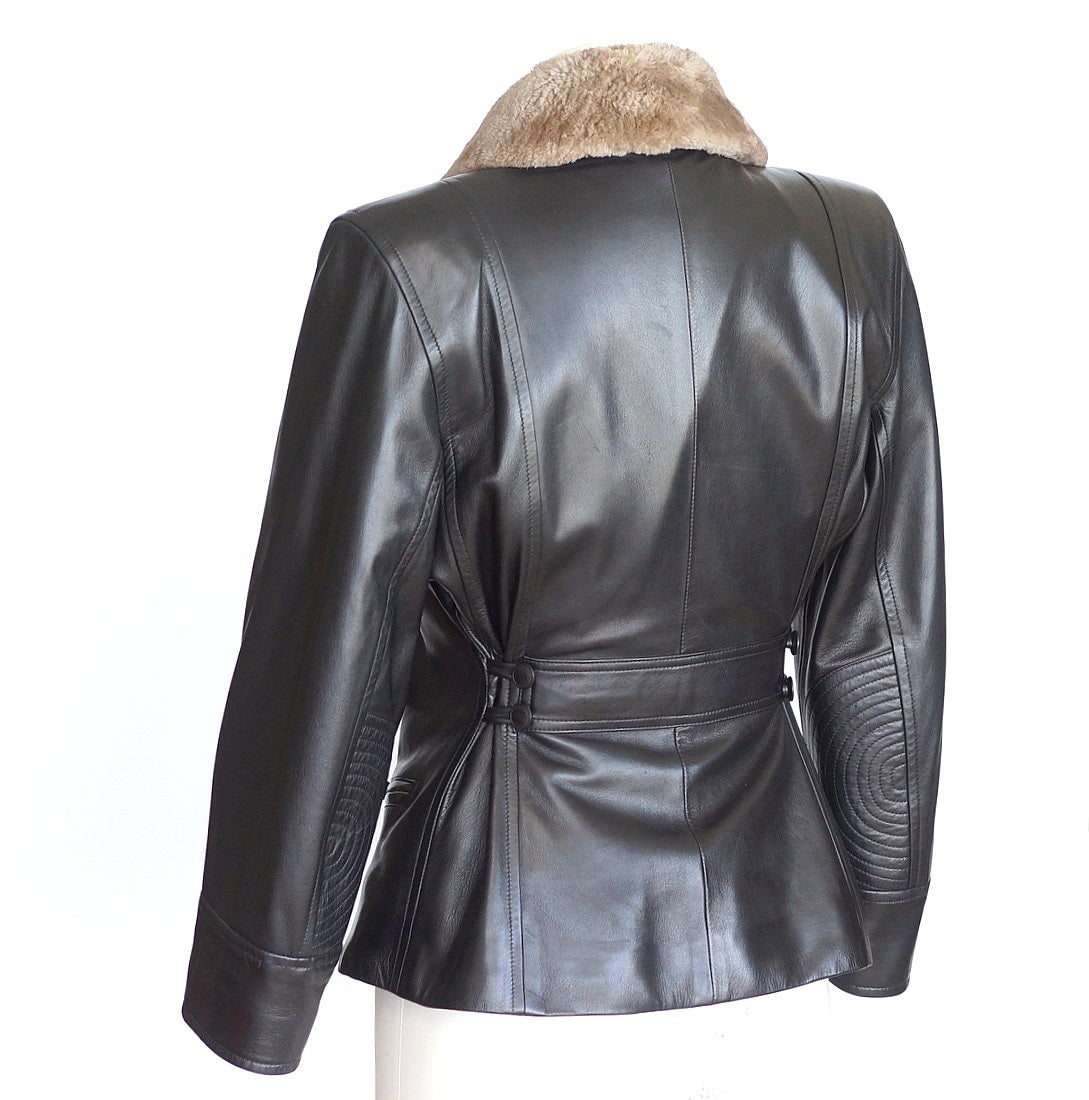 Hermes Vintage Leather Jacket with Detachable Fur Collar 42   In Excellent Condition For Sale In Miami, FL