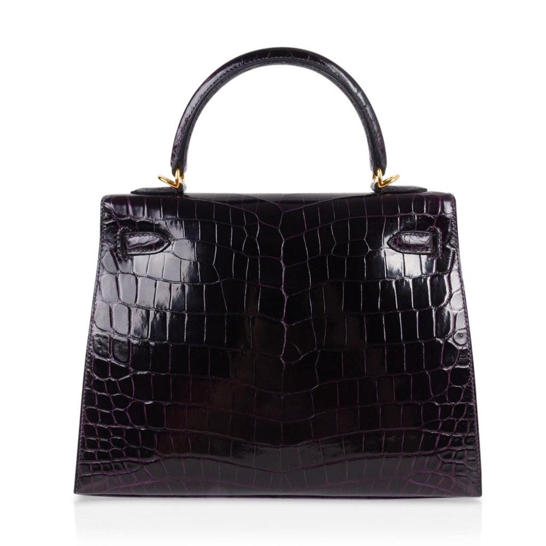 ac99178e3e17 Hermes Kelly 25 Sellier Bag Crocodile Prunoir Gold Hardware Deep Plum Purple  For Sale at 1stdibs