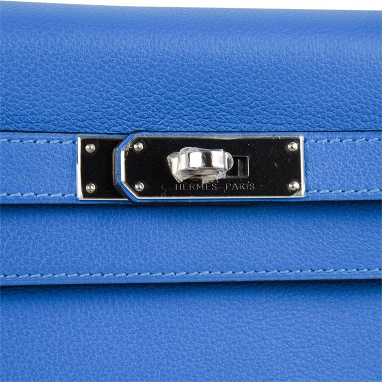 Women's Hermes Kelly Retourne 28 Bag Vivid Blue Hydra Mediterranean Blue Evercolor  For Sale