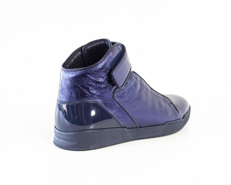 Gucci Shoe Men's Midnight Blue Nappa Silk Leather High Top Sneaker  9.5 new In New Condition For Sale In Miami, FL