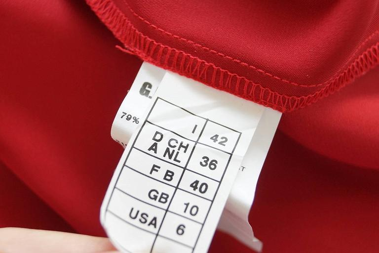 Gianfranco Ferre Top Jewel Chinese Red Blouse Unique Buttons 42 / 6 For Sale 2