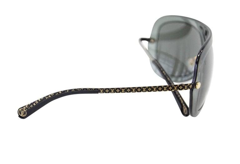 775721c74a312 Guaranteed authentic Louis Vuitton gray plastic aviator sunglasses. Super  light with V over bridge.