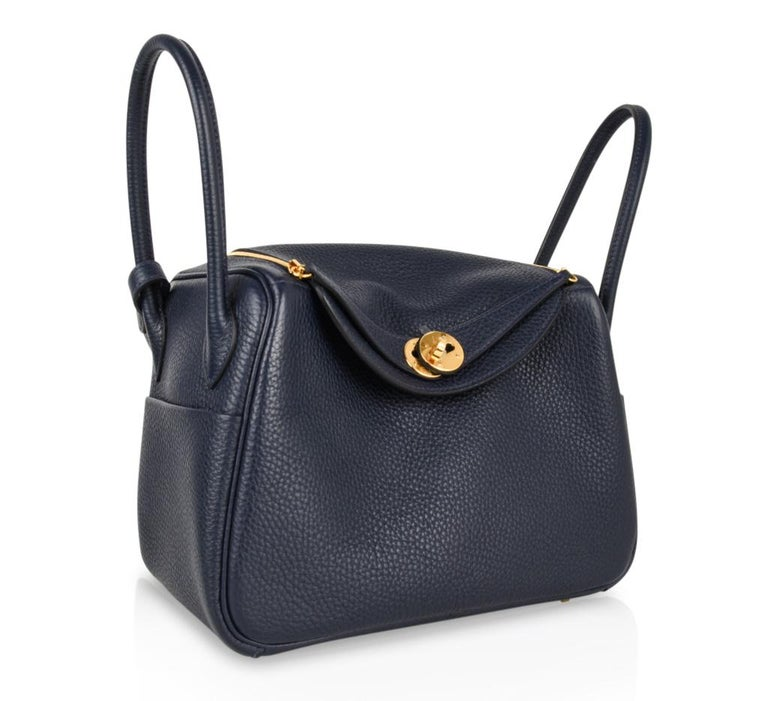Hermes Lindy 26 Bag Blue Nuit Clemence Gold Hardware In New Condition For Sale In Miami, FL