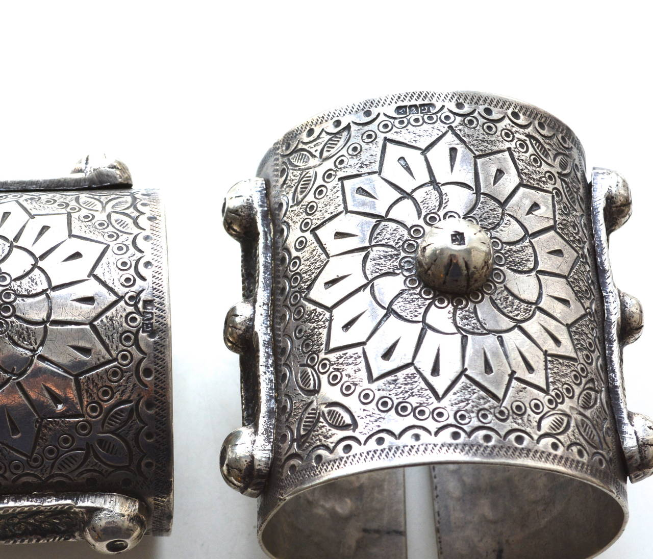 Egyptian 900 Silver Cuffs / Bedouin Armor Bracelets / Siwa Oasis In Excellent Condition For Sale In Litchfield County, CT