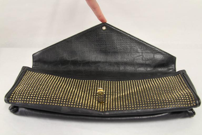 1980s Roberta di Camerino Studded Leather Clutch In Good Condition For Sale In Lugo (RA), IT