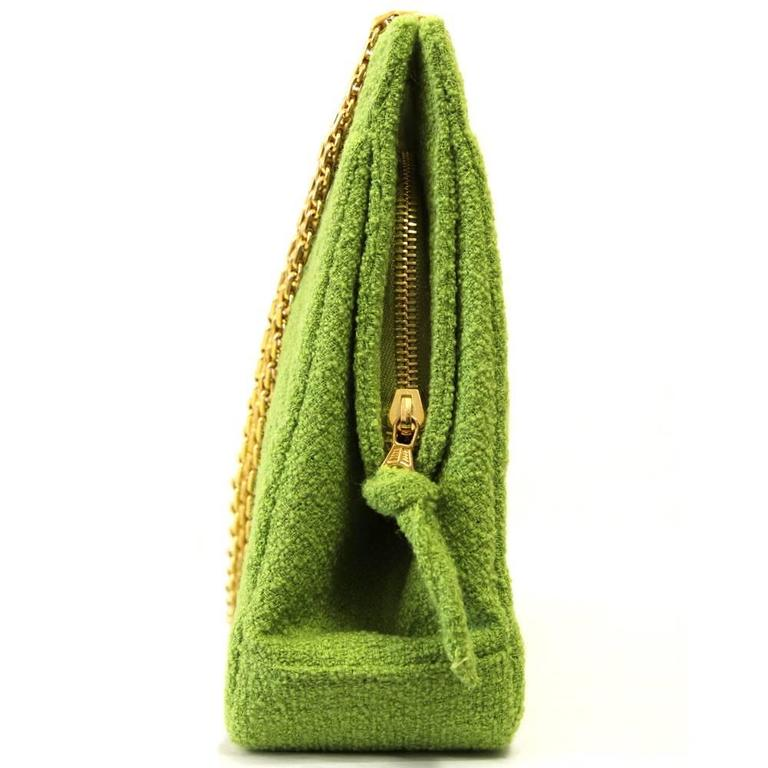 1990's Chanel Acid Green Wool Bouclé Shoulderbag In Excellent Condition For Sale In Lugo (RA), IT