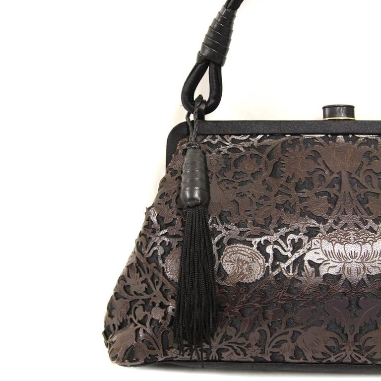 2000s Bottega Veneta Embroidered Satin Purse In Good Condition For Sale In Lugo (RA), IT