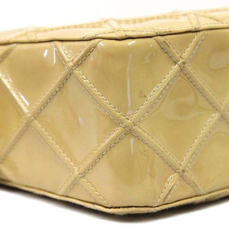 Women's 2000s Chanel Beige Leather Shoulder Bag For Sale