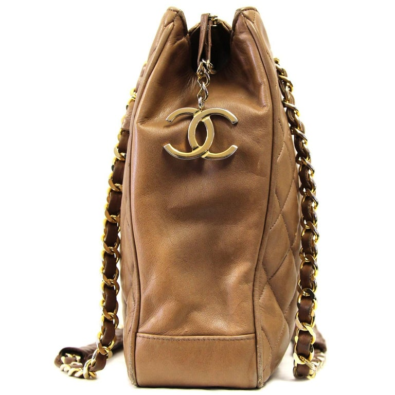1990s Chanel Brown Leather Matelassé Bag In Good Condition For Sale In Lugo (RA), IT