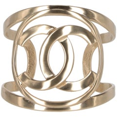 2016s Chanel logo bracelet