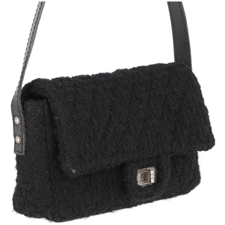 Lively Chanel black wool blend and leather tweed shoulder bag. It features a metal silver-tone branded turn-lock closure, one outer pocket and the inner with zip.  The item is vintage, according to the data code n. 13105626, it was produced between