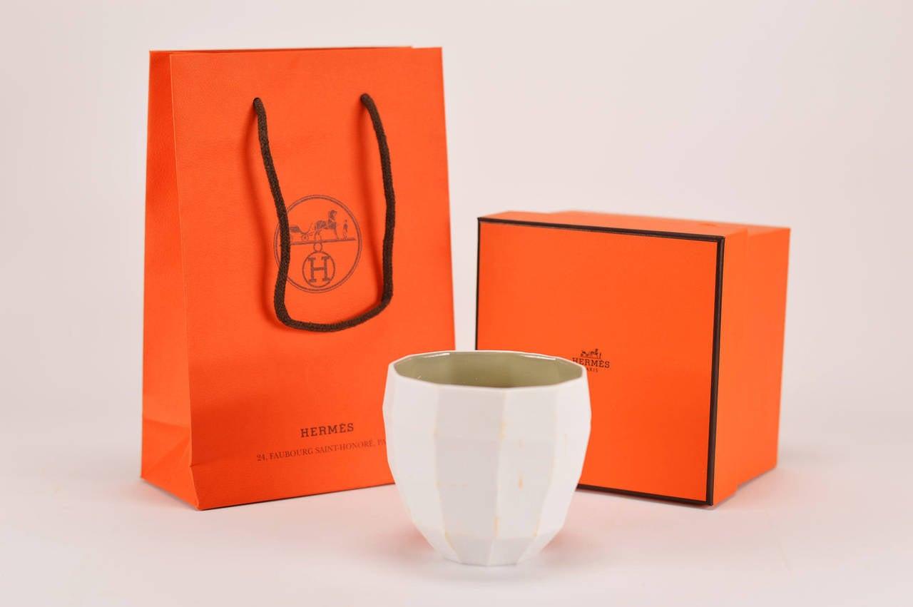 Hermes le parfum de la maison bougie petit modele temps de for Maison de la bougie