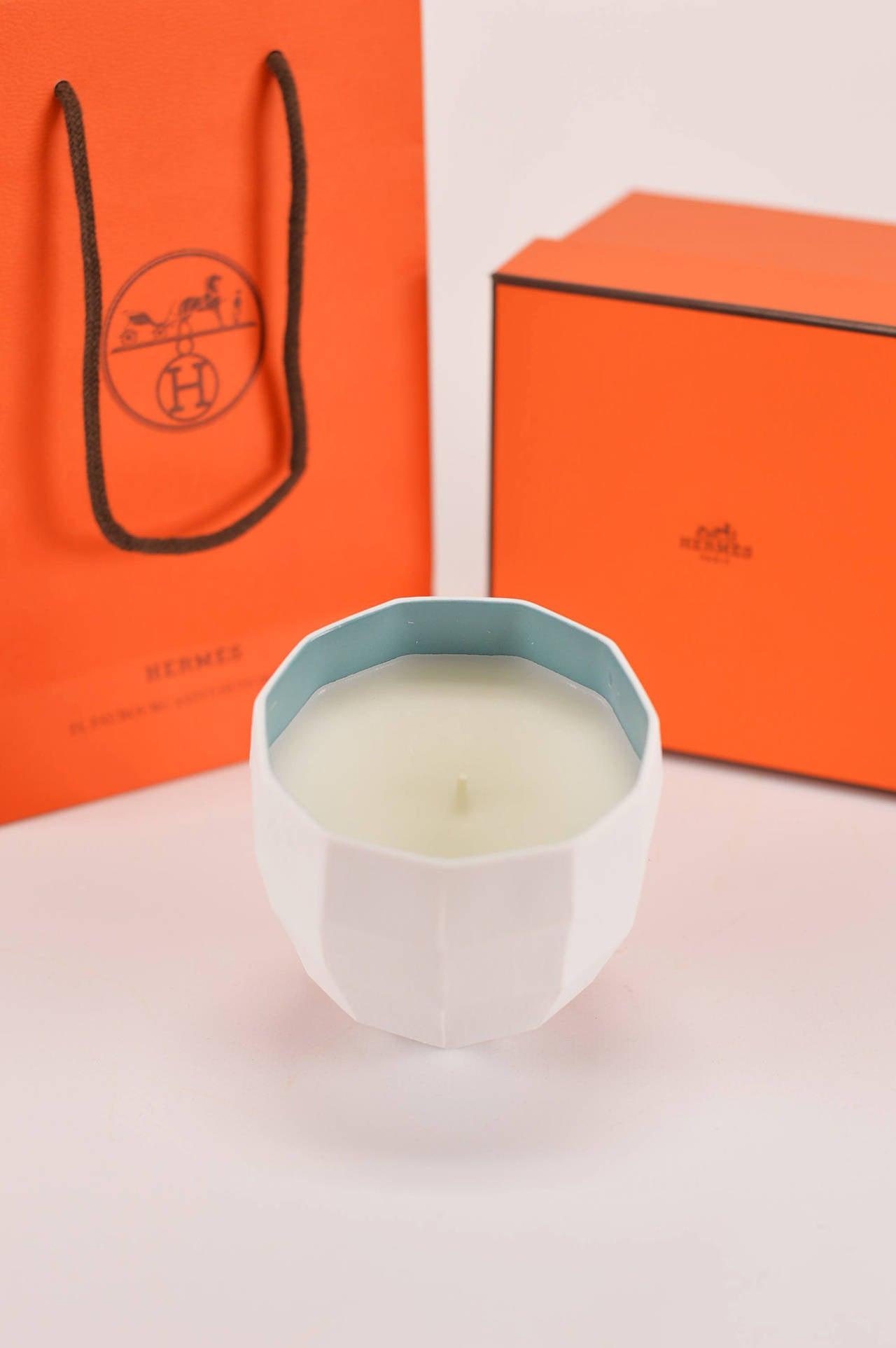 Hermes le parfum de la maison bougie petit modele fenetre for Maison de la bougie