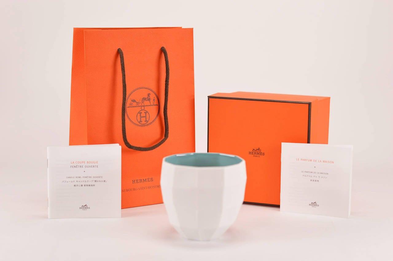 Hermes le parfum de la maison bougie petit modele fenetre for Modele maison en u ouvert