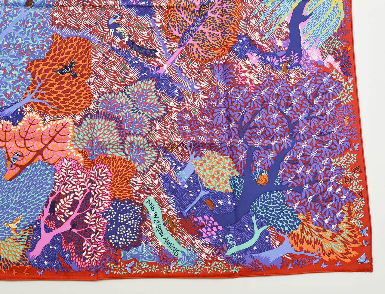 Hermes carre twill dans un jardin anglais silk red purple for Dans un jardin anglais twilly