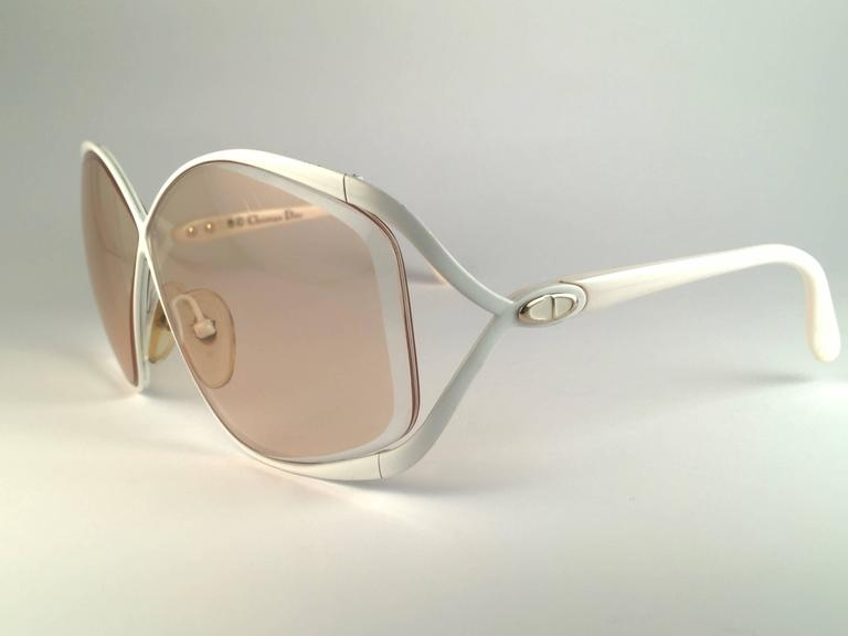 New Vintage Christian Dior 2056 70 Butterfly White & Beige Sunglasses  In Excellent Condition For Sale In Amsterdam, NL