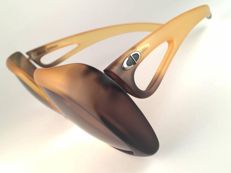 New Vintage Christian Dior 2005 Matte Ombre Amber Oversized Optyl Sunglasses In New never worn Condition For Sale In Amsterdam, NL
