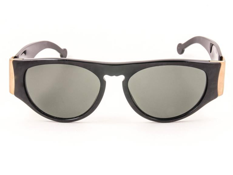 New Vintage Karl Lagerfeld L3606 Black Grey Lens 1990 Germany Sunglasses In Excellent Condition For Sale In Amsterdam, Noord Holland