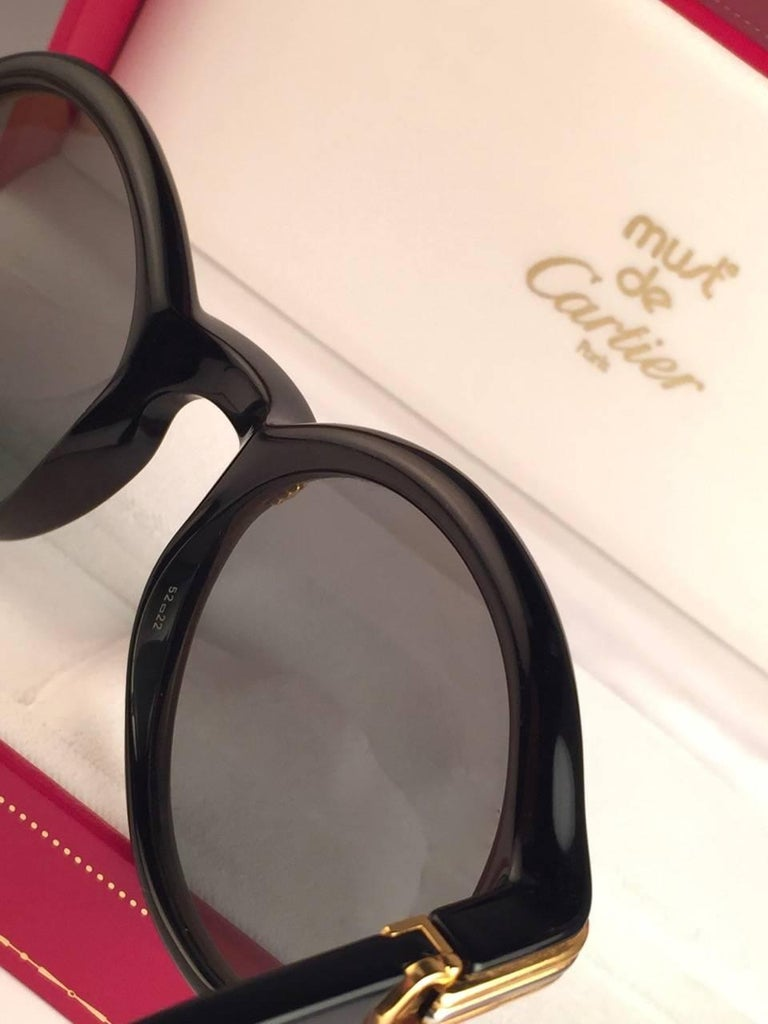 New Cartier Cabriolet Round Black & Gold 49MM 18K Gold Sunglasses France 1990's For Sale 1