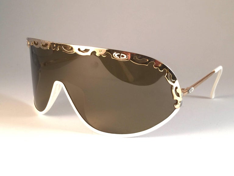 New Vintage Christian Dior 2501 Wrap Around White Gold 1980 Sunglasses In New Condition For Sale In Amsterdam, Noord Holland