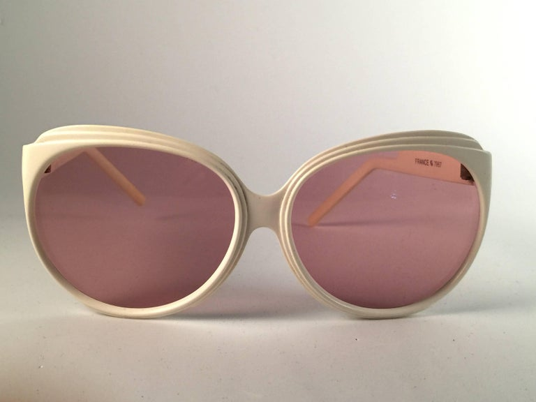 New Vintage Balenciaga White Oversized 1970's Sunglasses In New Never_worn Condition For Sale In Amsterdam, Noord Holland