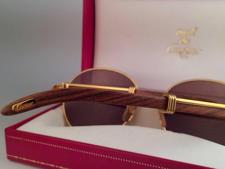New Cartier Wood Bagatelle Round Gold & Precious Palisander 52mm Brown Lens For Sale 1