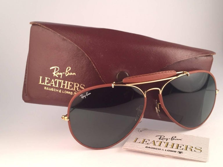 f3e78316595 New Vintage Ray Ban Outdoorsman 62Mm tan leather with grey G15 lenses with Ray  Ban logo