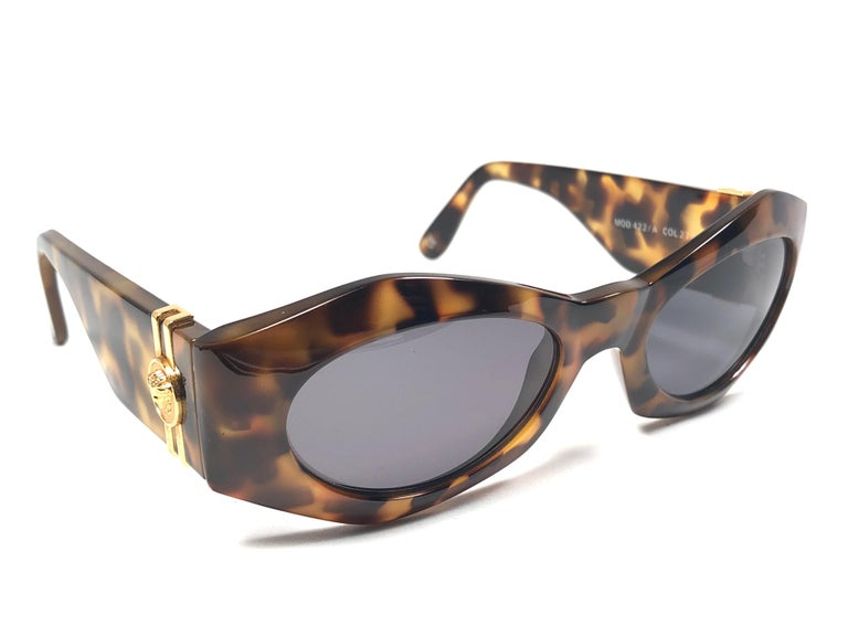 639fe72030bb1 Gray New Vintage Gianni Versace 422 Tortoise Sunglasses 1990 s Made in Italy  For Sale