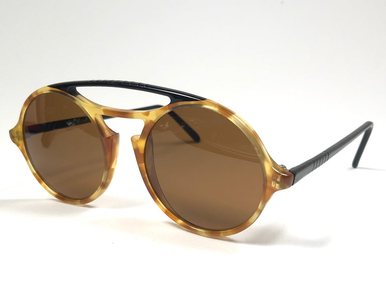 Persol Vintage 650 Round Tortoise Sunglasses, 1990  In New Condition For Sale In Amsterdam, Noord Holland