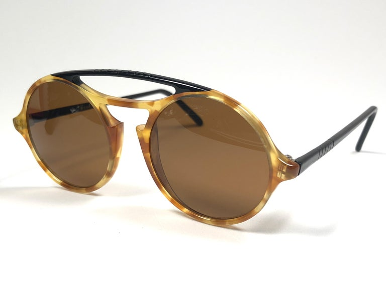Women's or Men's Persol Vintage 650 Round Tortoise Sunglasses, 1990  For Sale