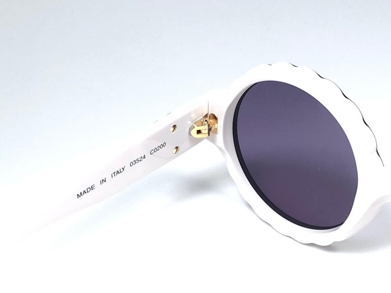 New Vintage Chanel Spring Summer 1993 Camelia Sunglasses Made In Italy For Sale 1