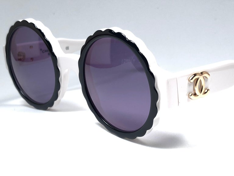 New Vintage Chanel Spring Summer 1993 Camelia Sunglasses Made In Italy For Sale 2
