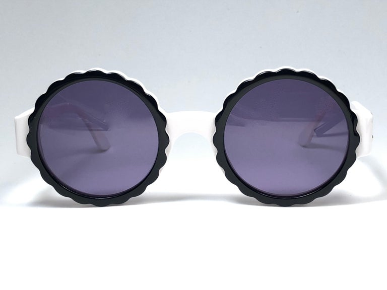 New Vintage Chanel Spring Summer 1993 Camelia Sunglasses Made In Italy For Sale 3