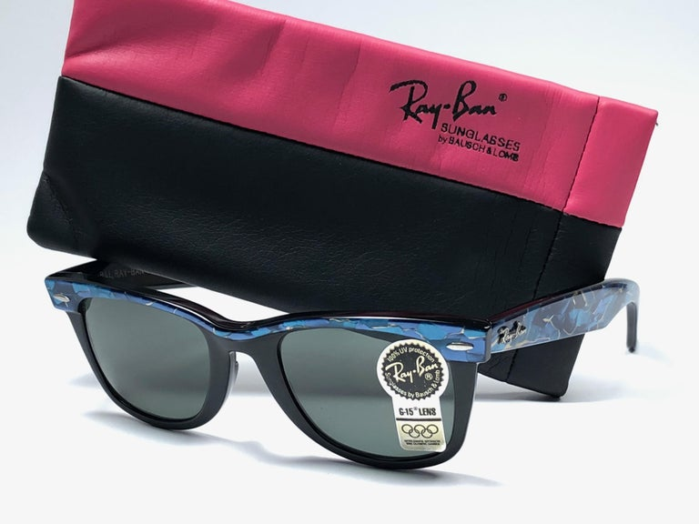 New classic Wayfarer in blue & black. B&L etched in both G15 grey lenses. Please notice that this item is nearly 40 years old and could show some storage wear.   New, ever worn or displayed.